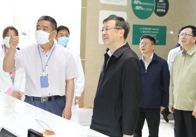 上海副市长陈寅等领导赴上海细胞治疗集团和上海孟超肿瘤医院实地考察