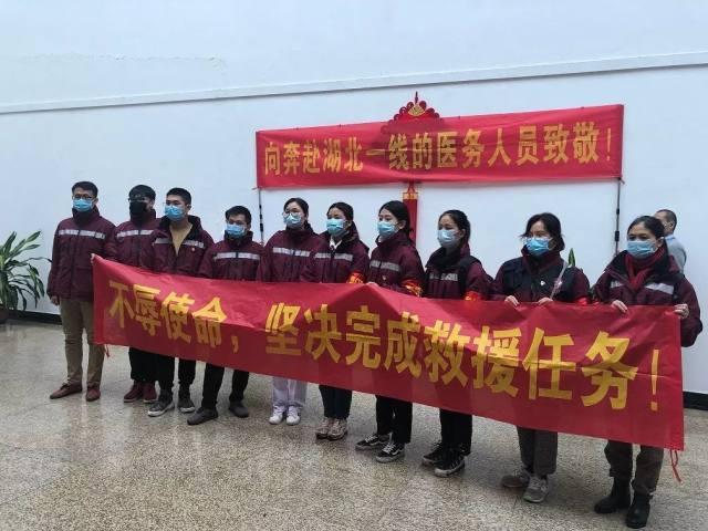 厦门市儿童医院细心男护士冒雨出发奔赴武汉