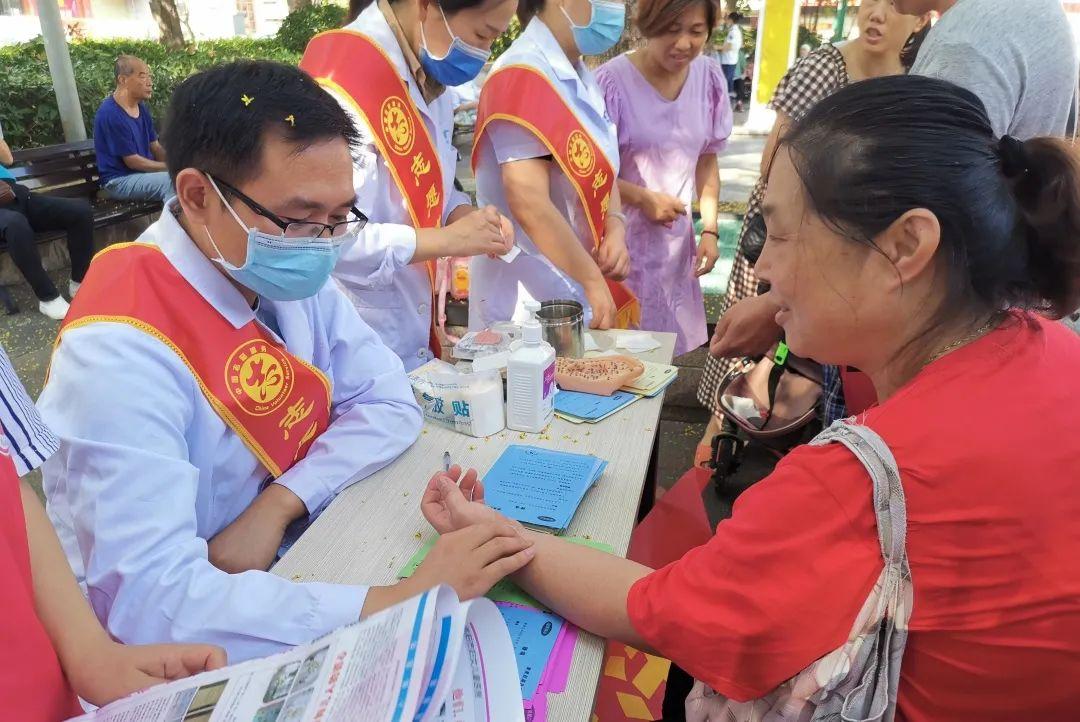 阜阳市妇女儿童医院开展「中医药在你身边」宣传义诊活动