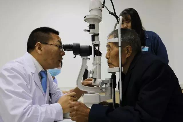 三台华厦眼科「精准扶贫 以爱点睛」公益项目启动