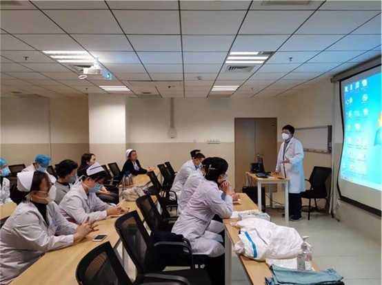 抗击疫情最前线: 湘雅二医院疫情防控志愿者集结完毕