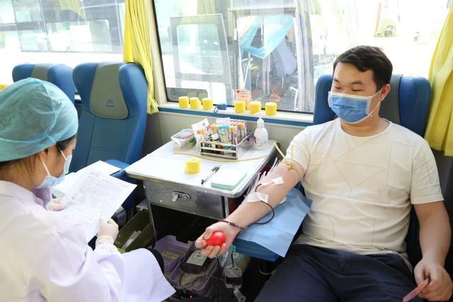 我们用 30000 多毫升热血为生命加油!