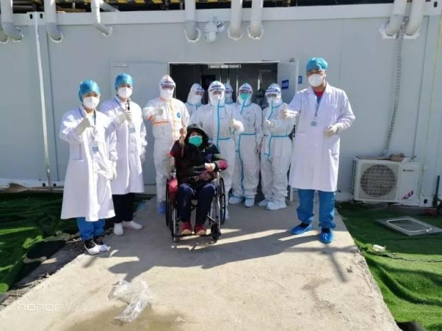 首战告捷!雷神山医院首例治愈患者从大医二院负责病区出院!