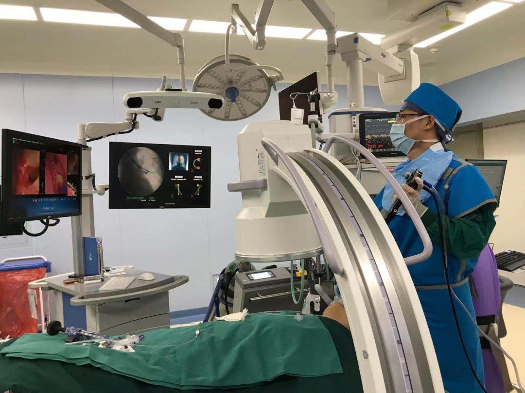 欧阳海峰团队首次联合 rEBUS+C 臂透视影像+DynaCT 技术精准定位肺结节