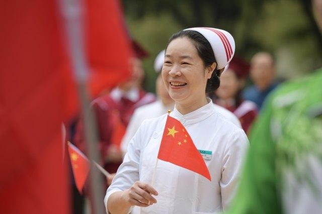 佛中医版《我和我的祖国》 唱响爱国情怀