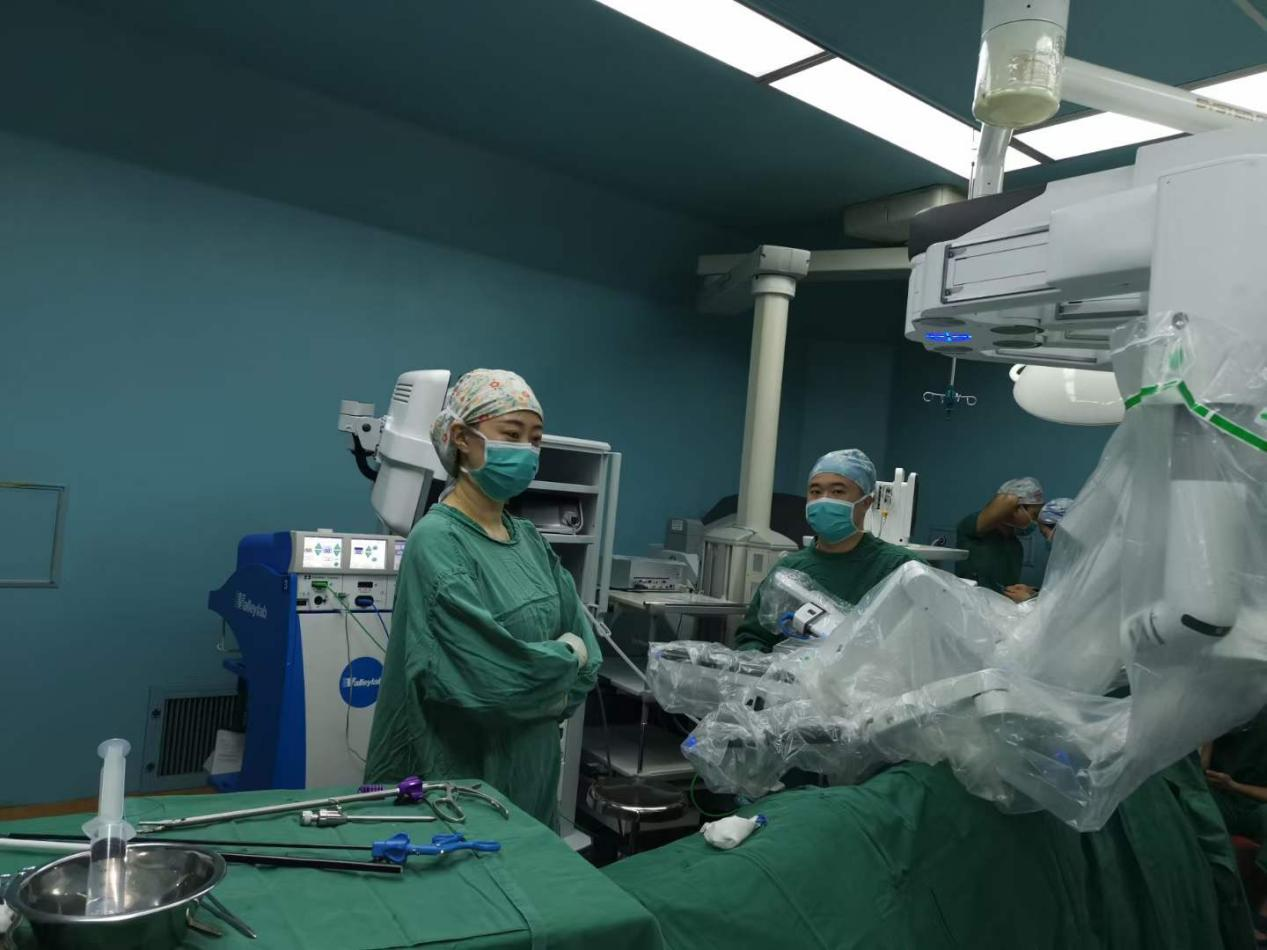 南昌大学二附院胡红林团队完成一例超胖患者机器人辅助腹腔镜左肾上腺巨大肿瘤切除术