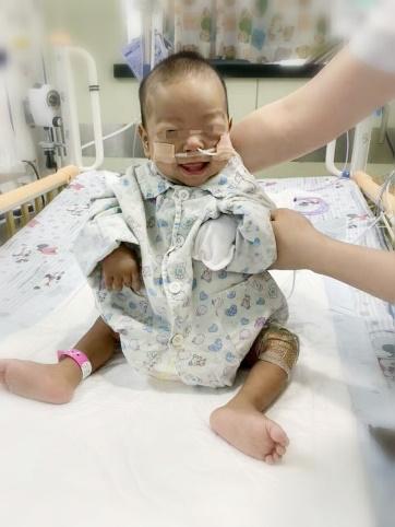 阔步新时代,开创新征程——新华医院成功为「镜面小黄人」实施小儿亲体肝移植手术