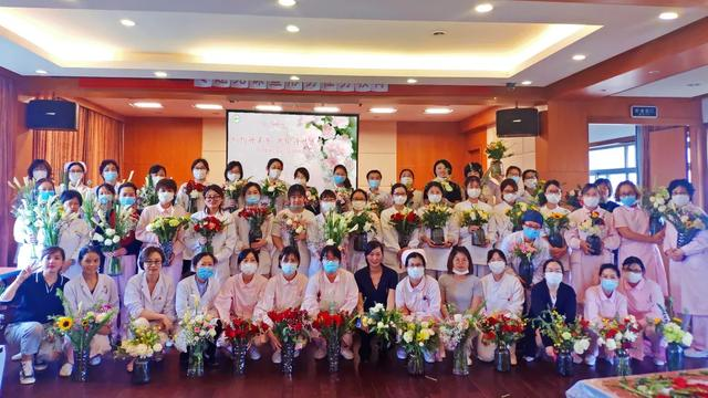 上海市第二康复医院工会开展母亲节主题插花 DIY 活动