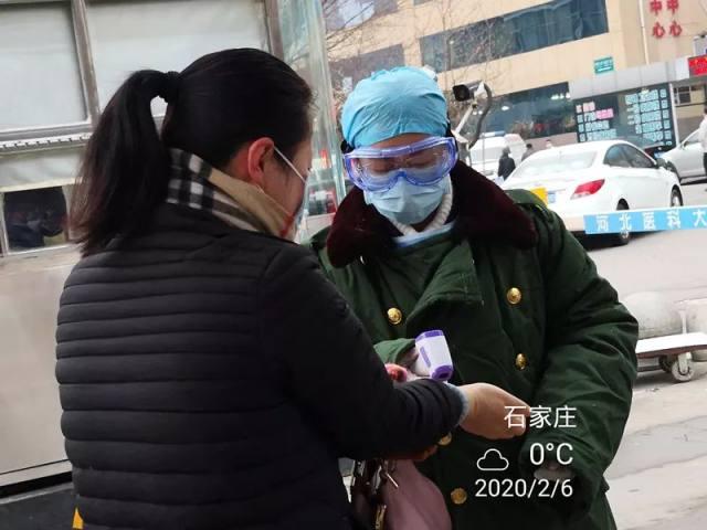 河北医科大学第一医院一直在为医院防控第一关的他们