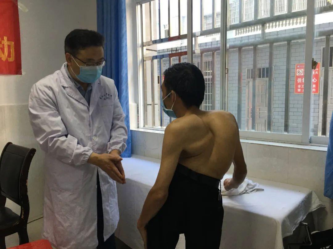 萧山中医院「重塑人生脊梁」团队赴恩施筛查