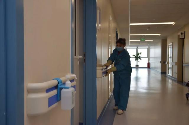 北大医疗淄博医院:患者突然晕倒在医院门口,白衣天使狂奔救人!