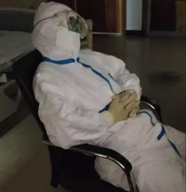 党旗飘扬 党员坚守 中医院全力以赴战「疫」!