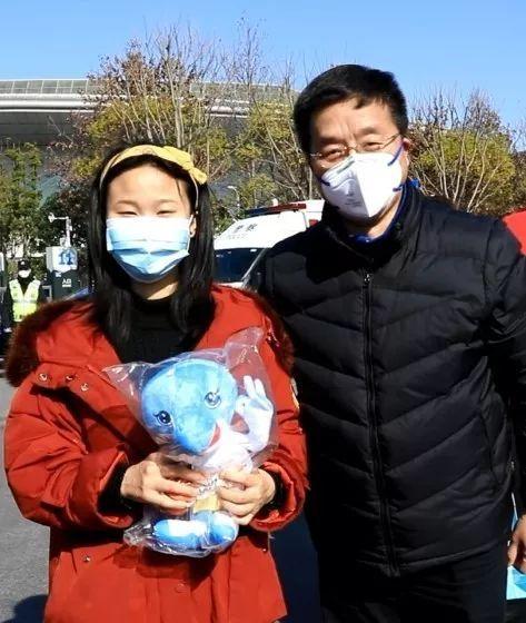 安徽第三批援鄂医疗队治愈的 8 名患者出院!