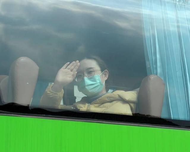 一月二十五日 浙江第一支医疗队出征