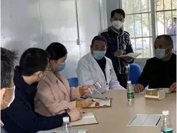 退役不退色,尽显医者心 ——崇州市二医院副院长