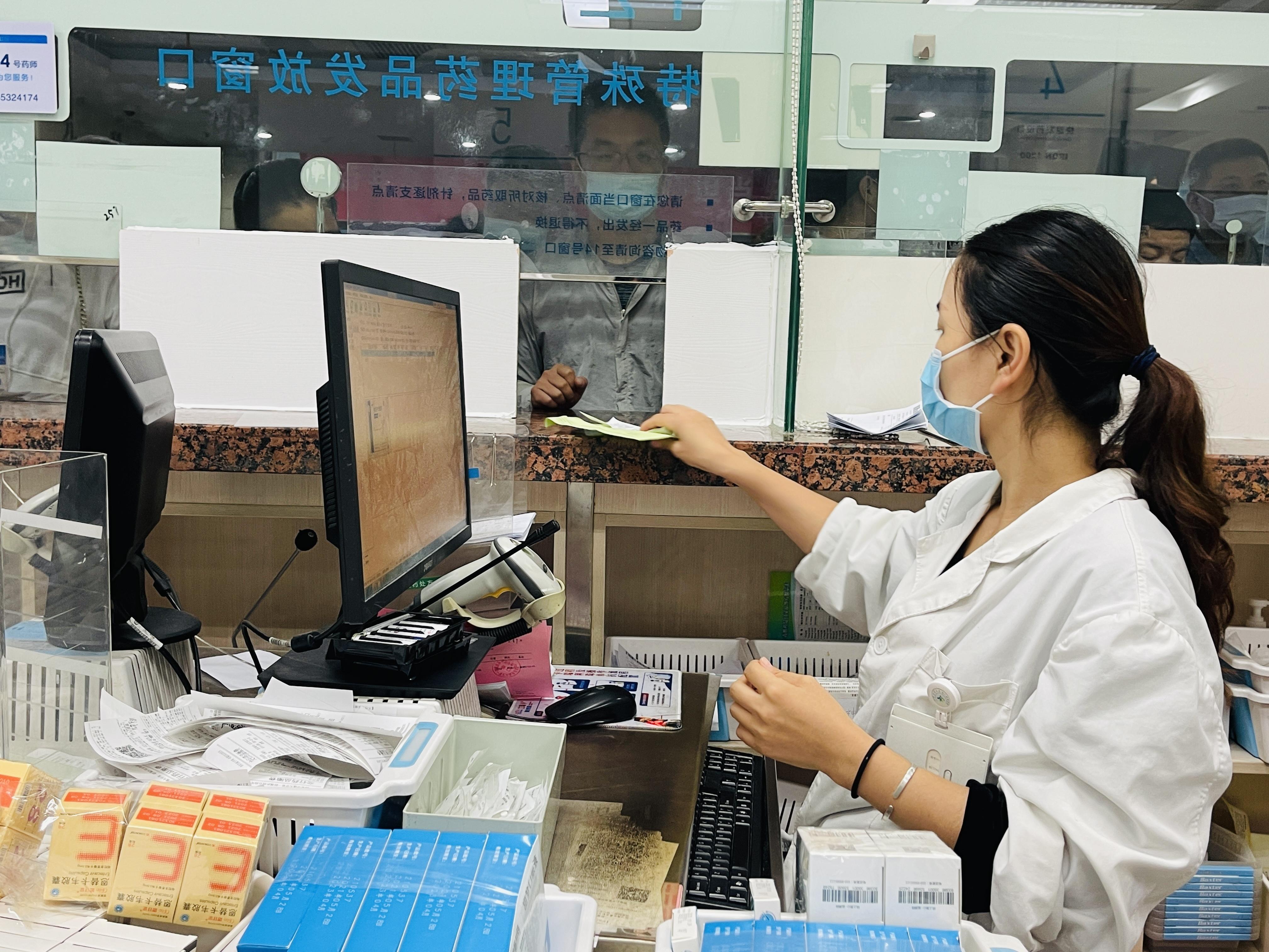西安交大一附院药学部举行「世界药师日」义诊活动