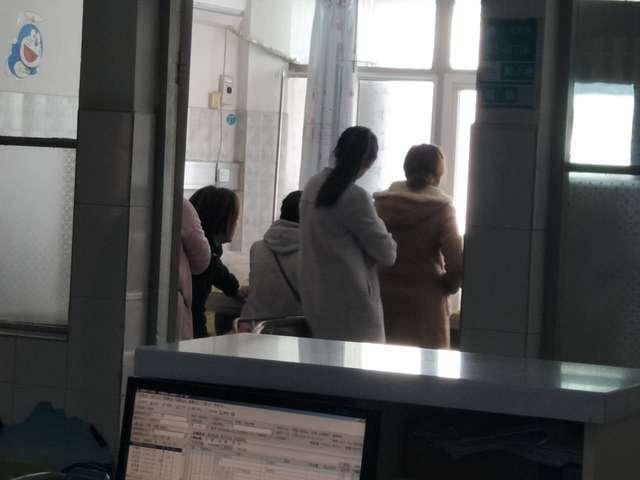 患儿疑因心肌炎死亡 家属停棺病房拒走法律程序索赔 70 万