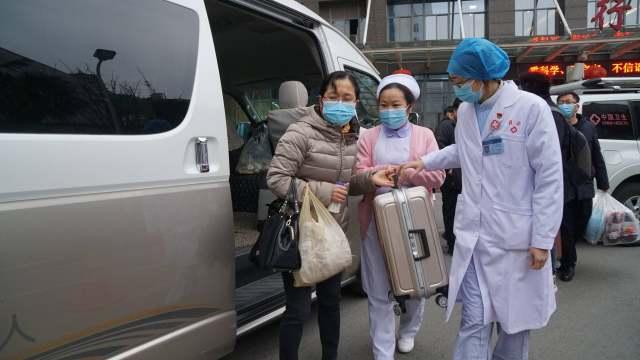 贵州省人民医院第二批赴省疫情防控定点救治医院医疗队出发