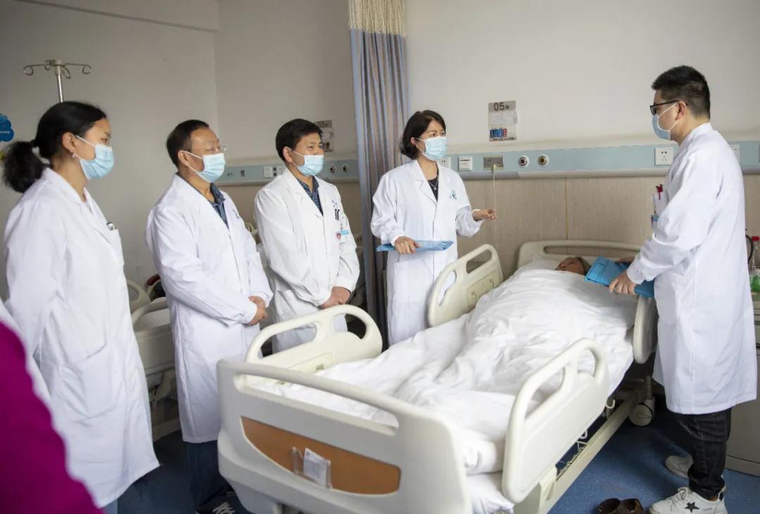 我院首个川外眼科医联体正式开诊——眼底内科、特检中心主任孔玮教授现场坐诊