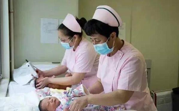 妇产科医生手记:当伸手进宫腔  孩子握了一下我的手