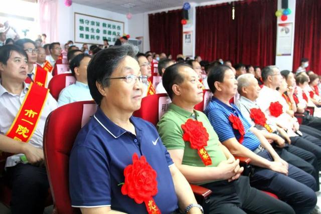 【致敬医师节】咸阳市第一人民医院召开第三个医师节庆祝暨表彰大会