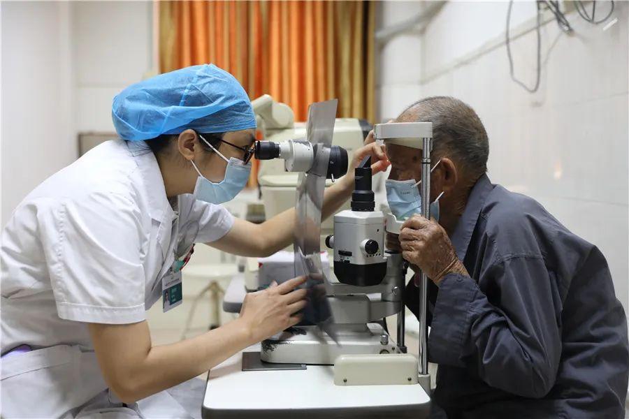 柳州市红十字会医院帮助百岁老人重拾「睛彩」世界