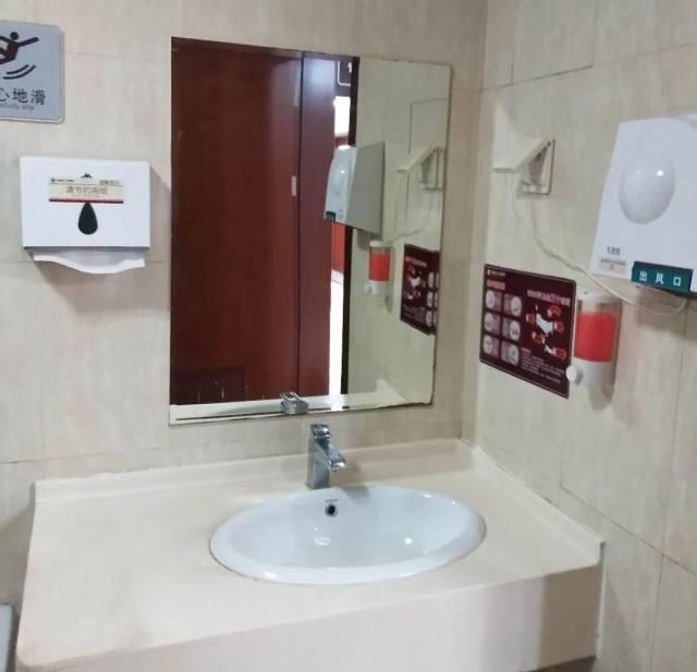 安全、舒适河南省人民医院 2000 多个卫生间这样「洁净」