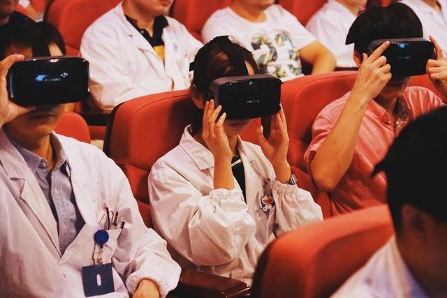仁济医院夏强团队: 首次 VR 技术直播儿童肝移植