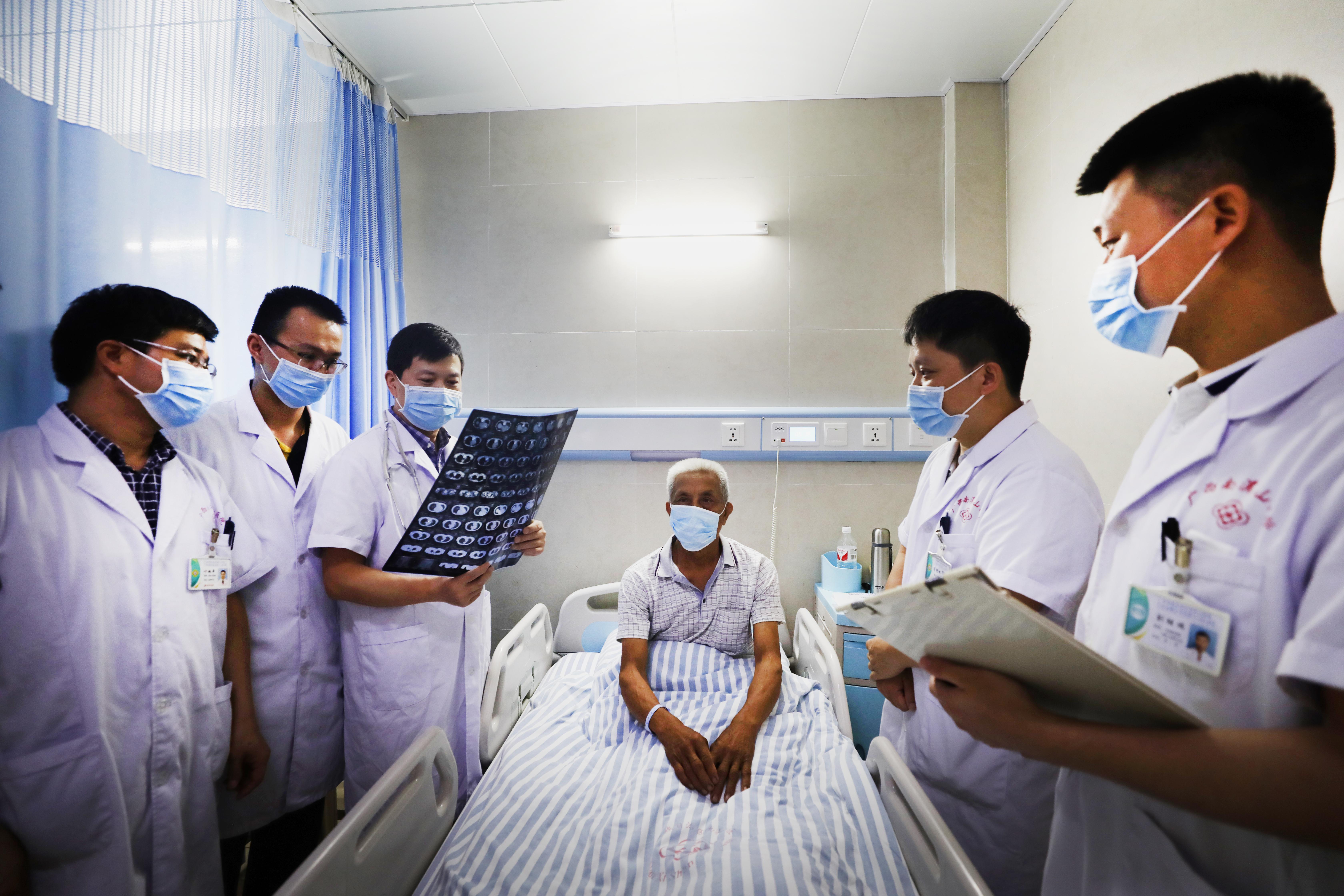 广西壮族自治区南溪山医院前列腺癌诊疗一体化中心正式揭牌