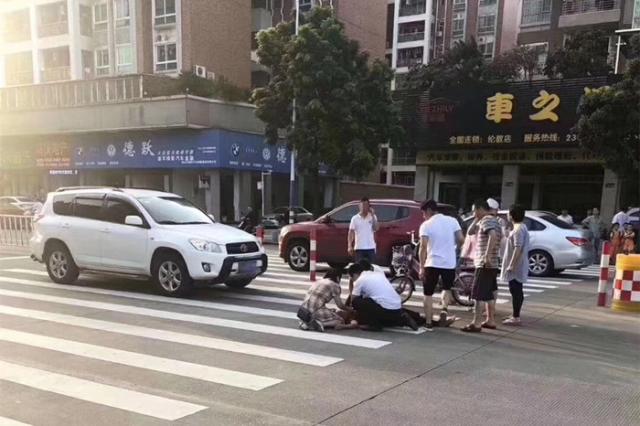 「我庆幸我读医!」南医大顺德医院男护士路遇车祸伤员,果断出手相救!