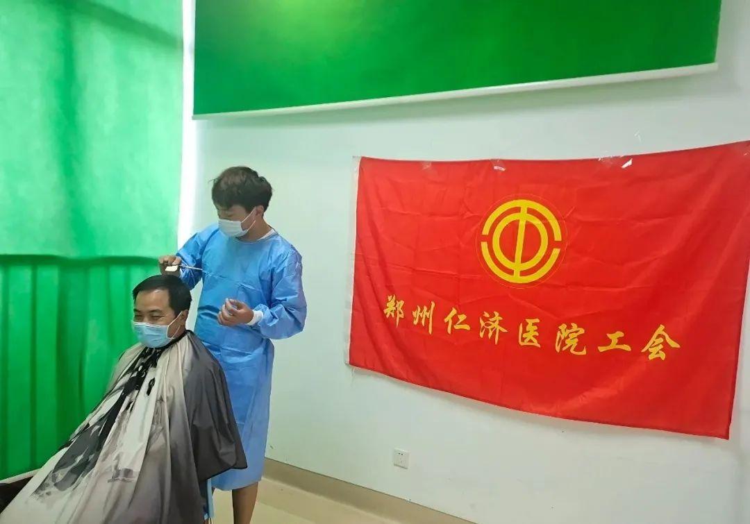 「Tony 老师」免费为郑州仁济医院医护解决「头顶大事」~