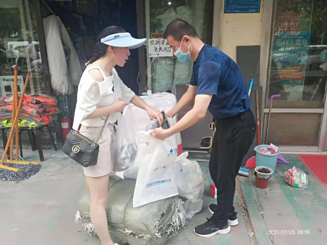 河南省直第三人民医院:超声科自发捐钱捐物献爱心