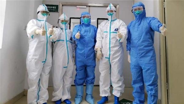 河南肿瘤医院团队增援信阳抗疫侧记:患者家属鞠躬致谢