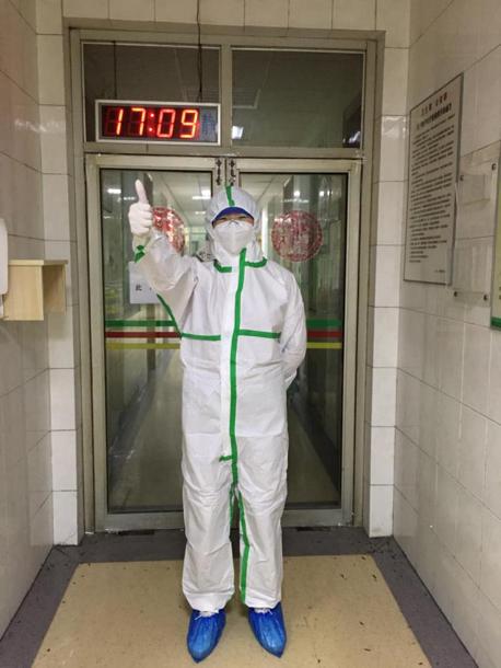 南华附一医院:抗疫前线的她们,穿上隔离服也是美少女!