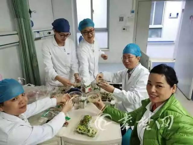 护士秦雪琴: 为了明天再战, 再晚也要吃下这碗泡面