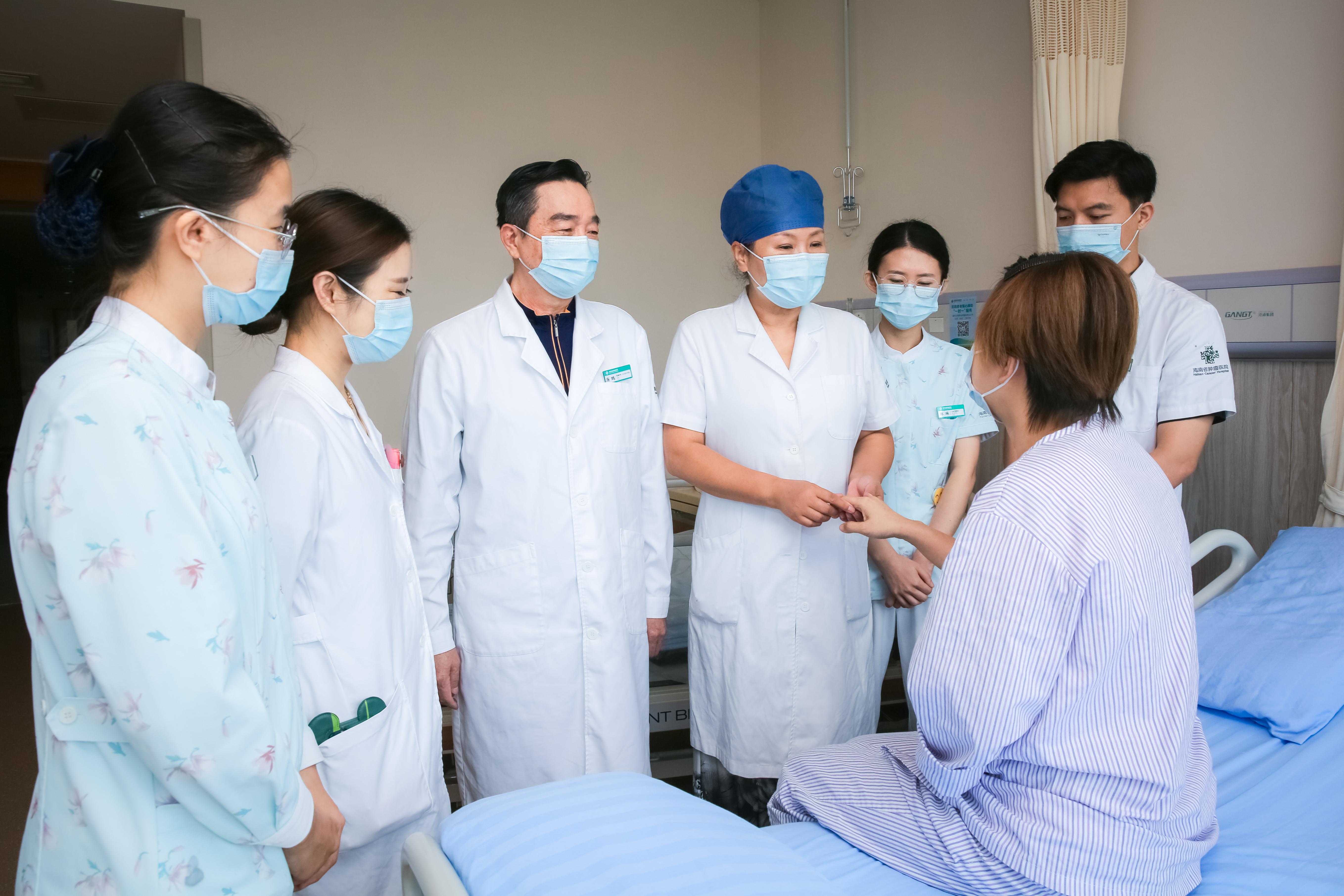海南省肿瘤医院成功实施乳腺腔镜乳房即刻重建手术