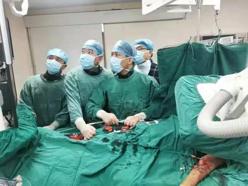 宁城县中心医院介入血管外科成功为一位复杂 B 型主动脉夹层患者实施「胸主动脉分支覆膜支架腔内隔绝术」