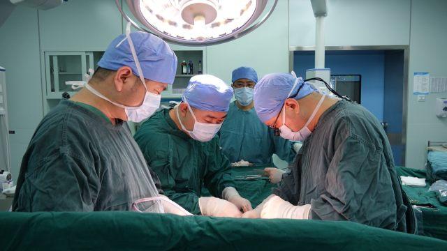 给肥厚的心室「瘦身」, 无锡明慈杨光院长改良 Konno 手术