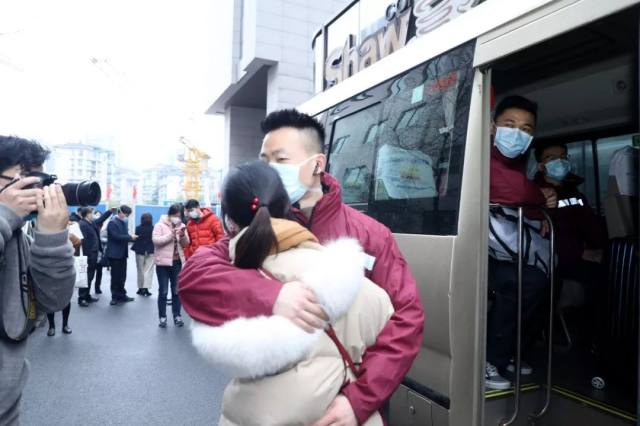 邵逸夫医院 35 人支援荆门医疗队出征!