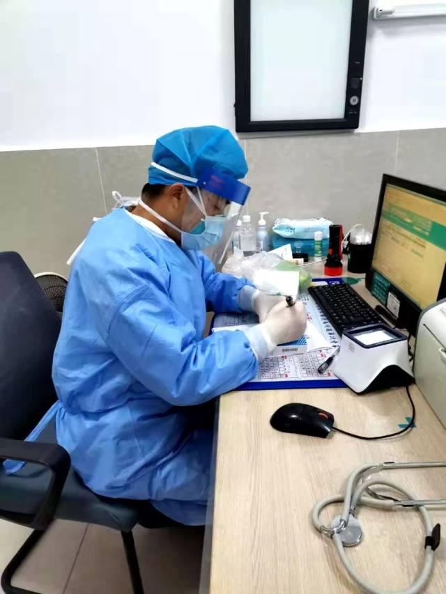 湖北省天门市第一人民医院泪目!抗疫医生和他的孩子们
