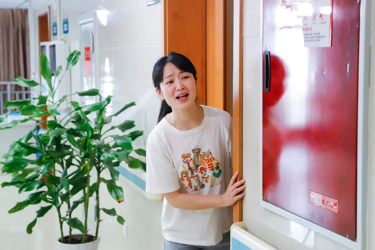 「 戏精」 男护士长献礼 5.12 护士节,祝白衣天使节日快乐!