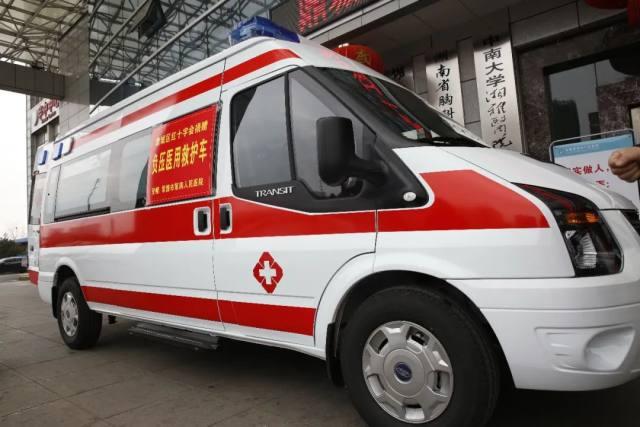 硬核装备助力抗疫战场:医院获赠爱心负压医用救护车