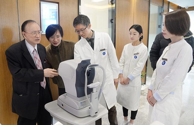 高阶白内障及老花晶体矫治共享平台发布会在杭州举行