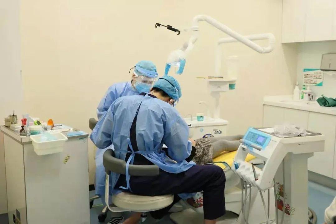 口腔中心的春节假期,为患者点亮急诊的灯