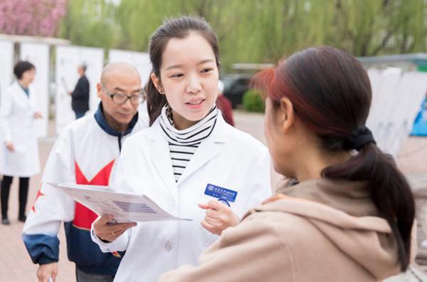 这 3 个来自港台日的女人,却选择在北京当医生