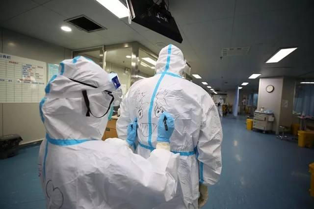武汉大学中南医院——隔离病房里的「拄拐人」