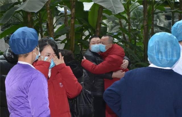 大庆市人民医院支援孝感医疗队今日出征