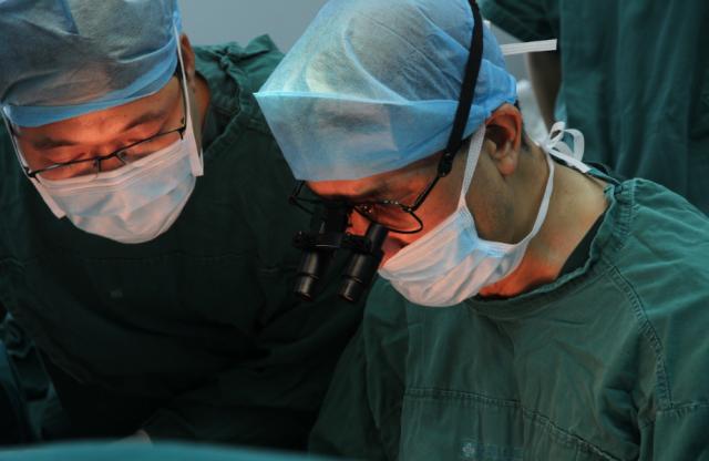 祈福医院 8 名医生接力奋战 8 小时,成功断臂再植!