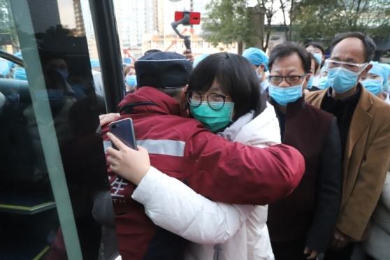 云南省第一人民医院:泪别! 请一定平安归来