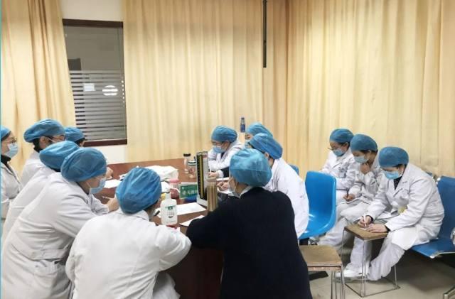 走近九江市中医医院隔离病房护士长邹红霞
